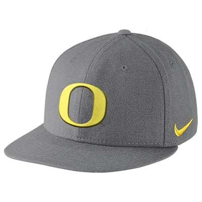 7c93e239abd Nike Oregon Ducks Dri-Fit True Authentic Fitted Flat Bill Hat